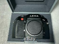 Leica R8 Film SLR Camera Body Black MINT in display case original box