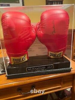 Muhammad ali signed boxing glove-with display case and COA